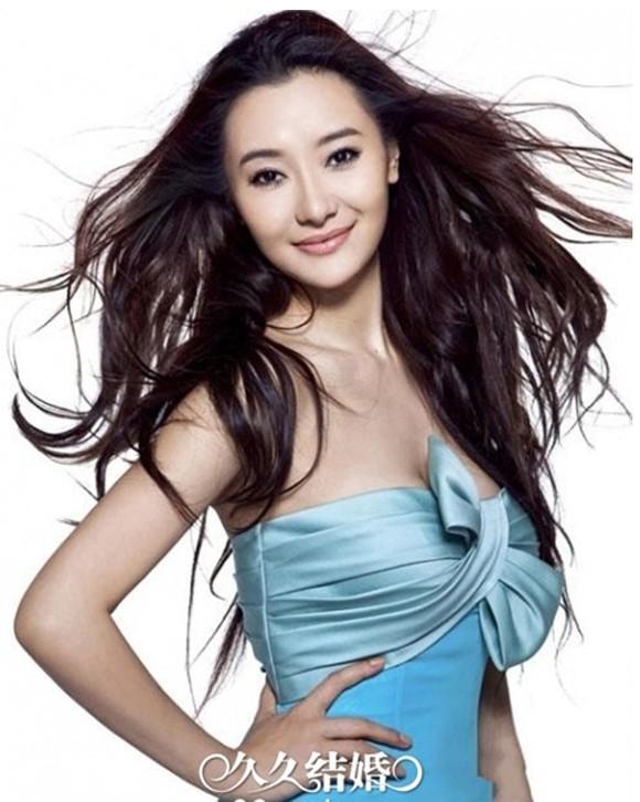 Nữ ca sĩ - diễn viên xinh đẹp Ái Đới