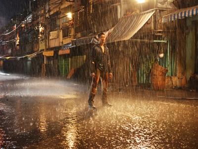 Johnny Trí Nguyễn trong phim Bụi đời Chợ Lớn. Ảnh: Hãng phim cung cấp
