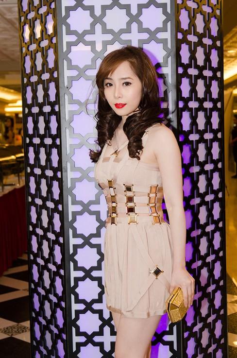 Quỳnh Nga bốc lửa, dự tiệc cùng người mẫu Doãn Tuấn - ảnh 1