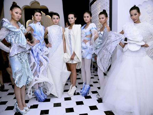 Dàn người mẫu Next Top Model khoe dáng
