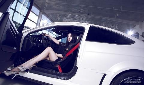 Mỹ nhân gợi cảm bên xế hộp Mercedes C63 AMG BS - ảnh 12