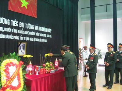 Dòng người xứ Lạng viếng Đại tướng Võ Nguyên Giáp - ảnh 2
