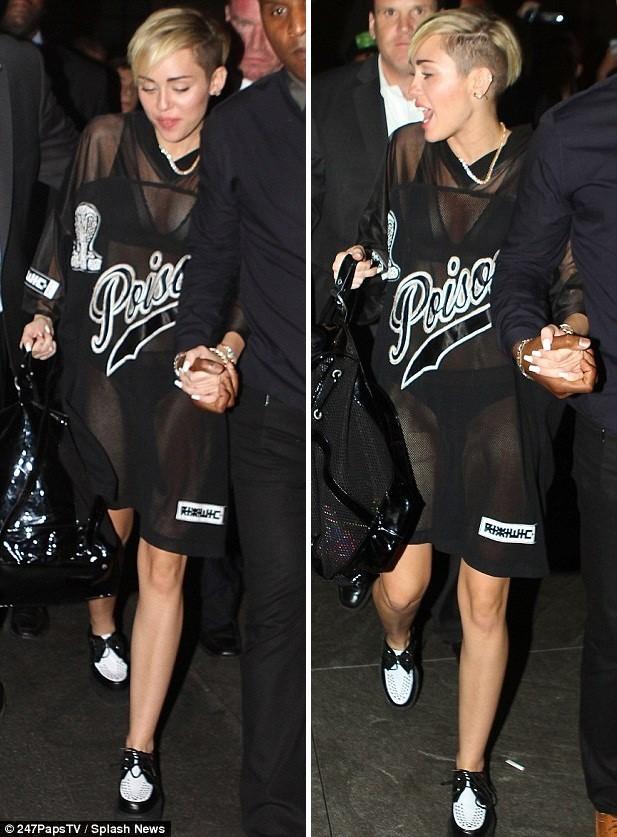 Miley Cyrus tiếp tục ăn mặc hở hang trên show truyền hình - ảnh 2