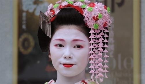 Ngắm các nữ sinh geisha Nhật xuống phố - ảnh 5
