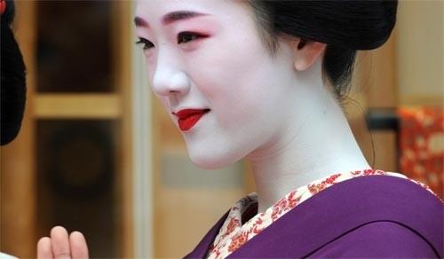 Ngắm các nữ sinh geisha Nhật xuống phố - ảnh 7