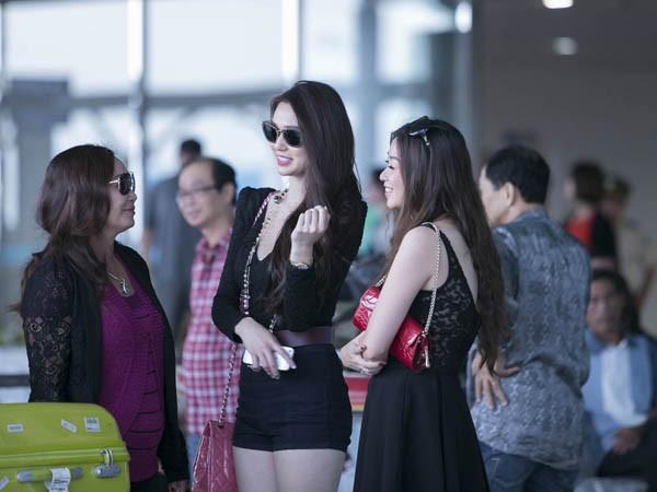 Khánh My gây chú ý ở sân bay với chân dài thẳng tắp - ảnh 5