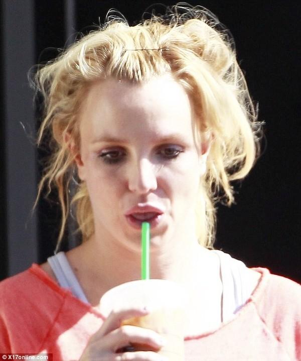Britney Spears lại luộm thuộm trên phố - ảnh 2