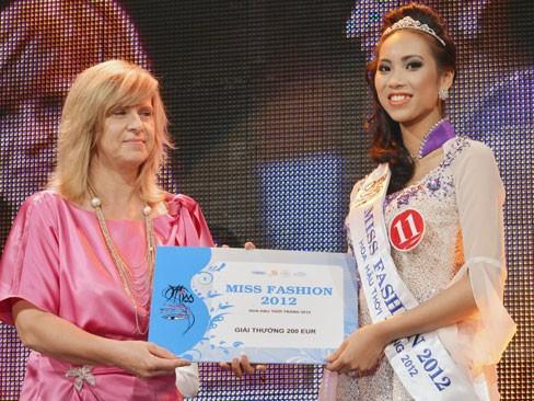 Thùy Linh đăng quang Hoa hậu người Việt tại Séc - ảnh 6