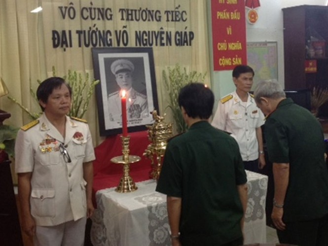 Các cựu chiến binh đến viếng Đại tướng tại trụ sở Hội Cựu chiến binh quận I- TPHCM