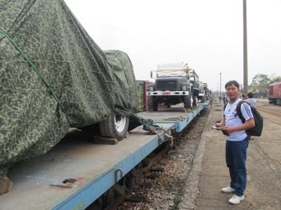 Đoàn xe được phủ bạt cẩn thận
