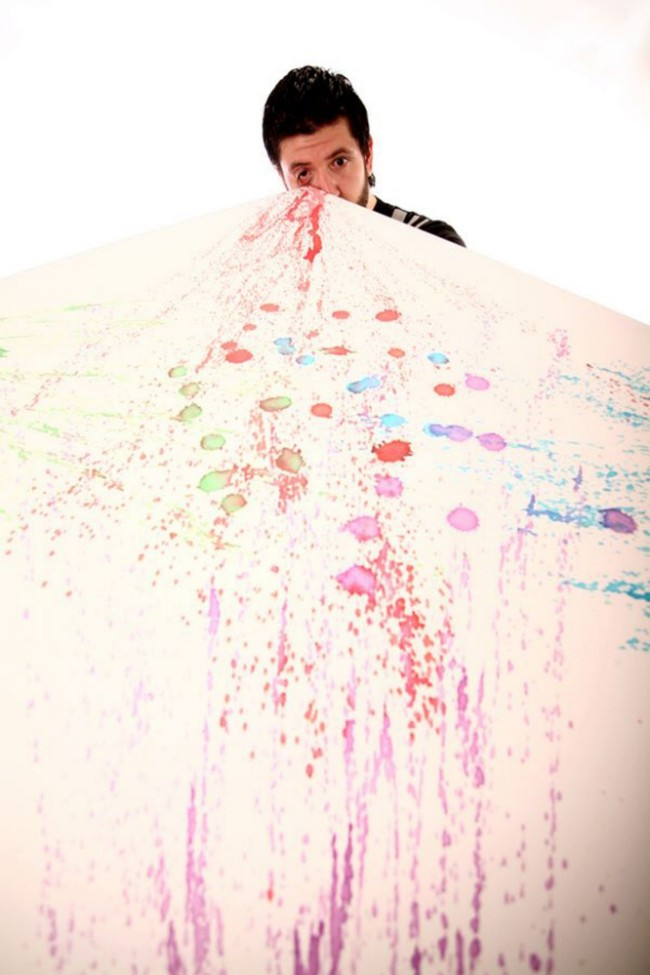 Tranh của Leandro Granato vẽ bằng mắt được bán với giá cao, có tấm lên tới 50 triệu đồng