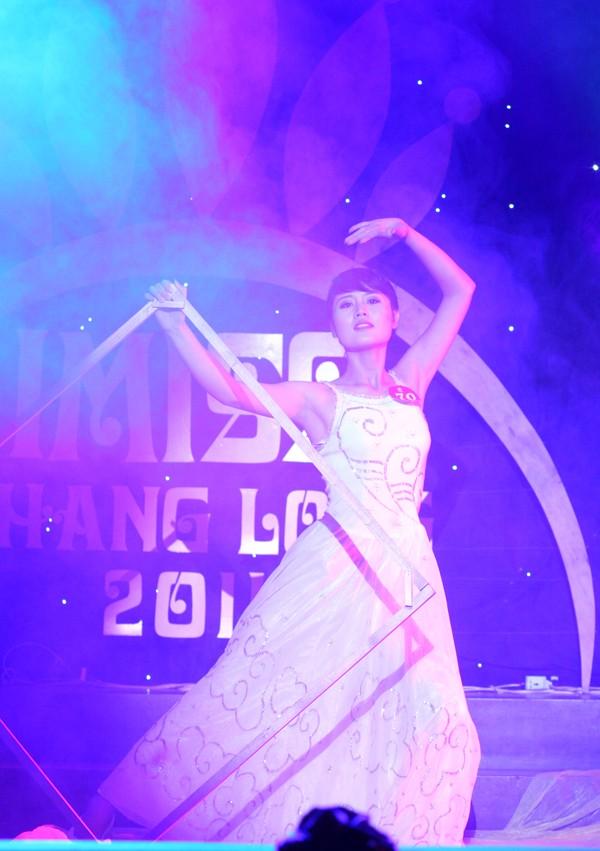 Ngô Thị Thùy Linh (ĐH Nông nghiệp) trong màn múa
