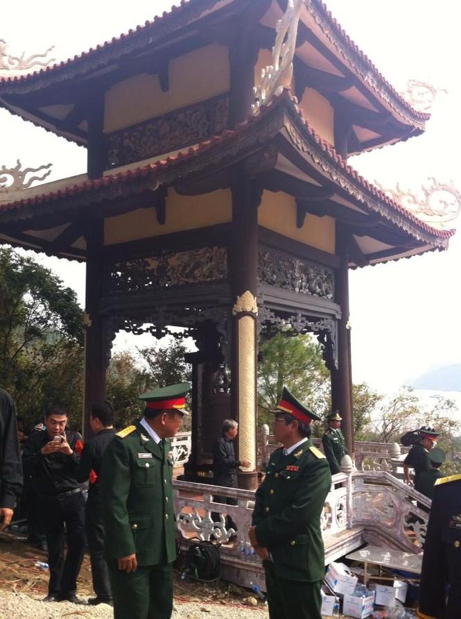Gác chuông nơi sẽ làm lễ cho Đại tướng tại Vũng Chùa. Ảnh: Trần Hữu Việt