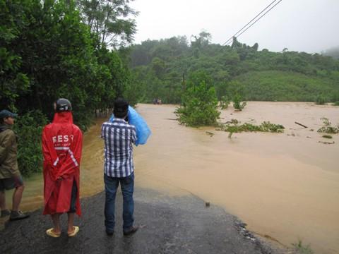 Quảng Nam: 5 xã vùng cao bị cô lập - ảnh 3