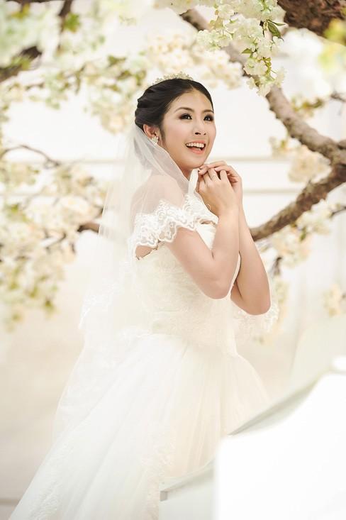 Ngọc Hân kiêu kỳ trong bộ váy cưới tự thiết kế - ảnh 9