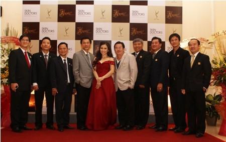 Bà Ma Dao Ngọc Bích chupjh hình cùng các doanh nhân trong BNI Việt Nam BNI Viet Nam