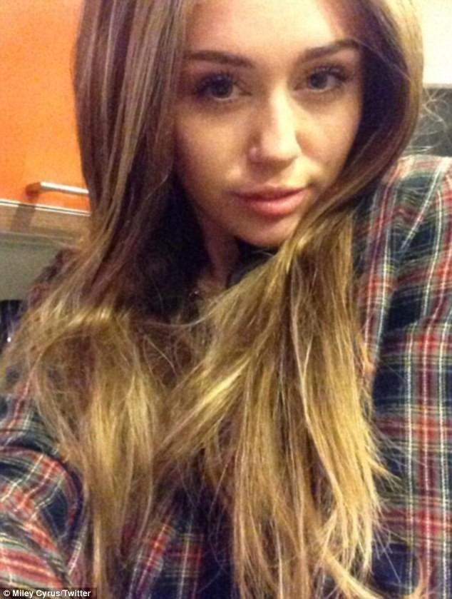 Miley Cyrus bất ngờ 'ngoan hiền' - ảnh 1