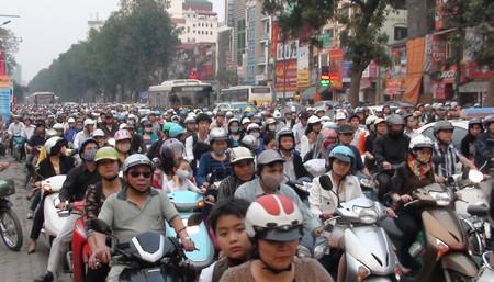 Hà Nội vẫn tắc đường trầm trọng - ảnh 4