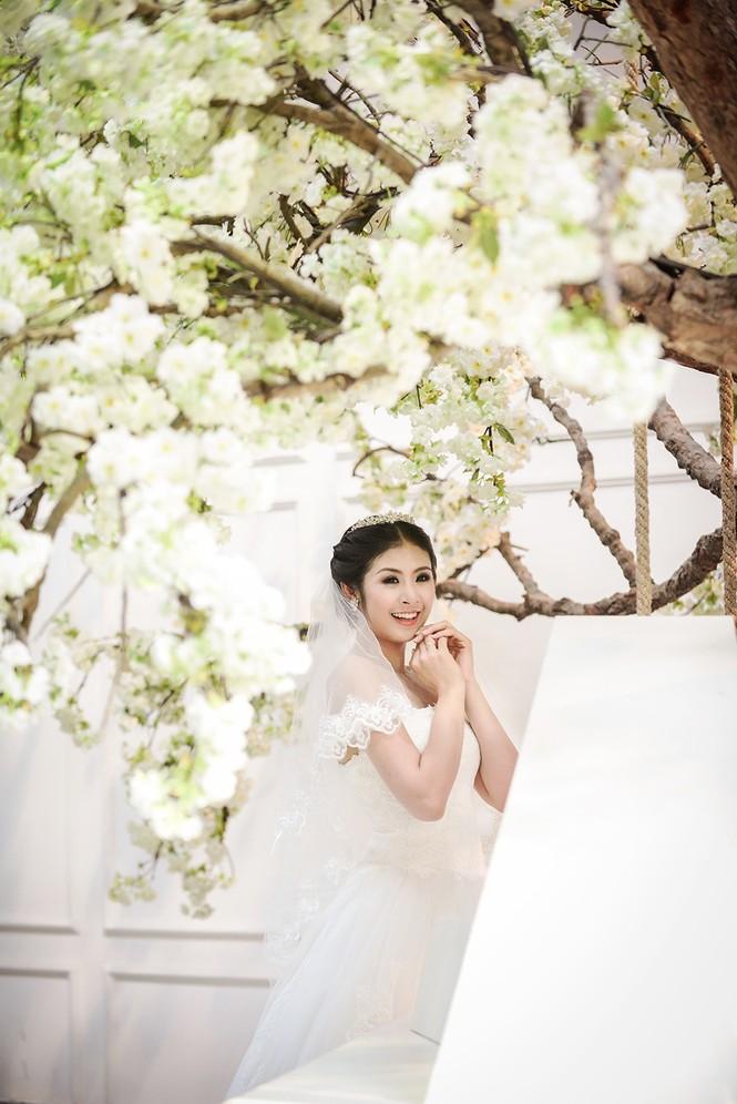 Ngọc Hân kiêu kỳ trong bộ váy cưới tự thiết kế - ảnh 1