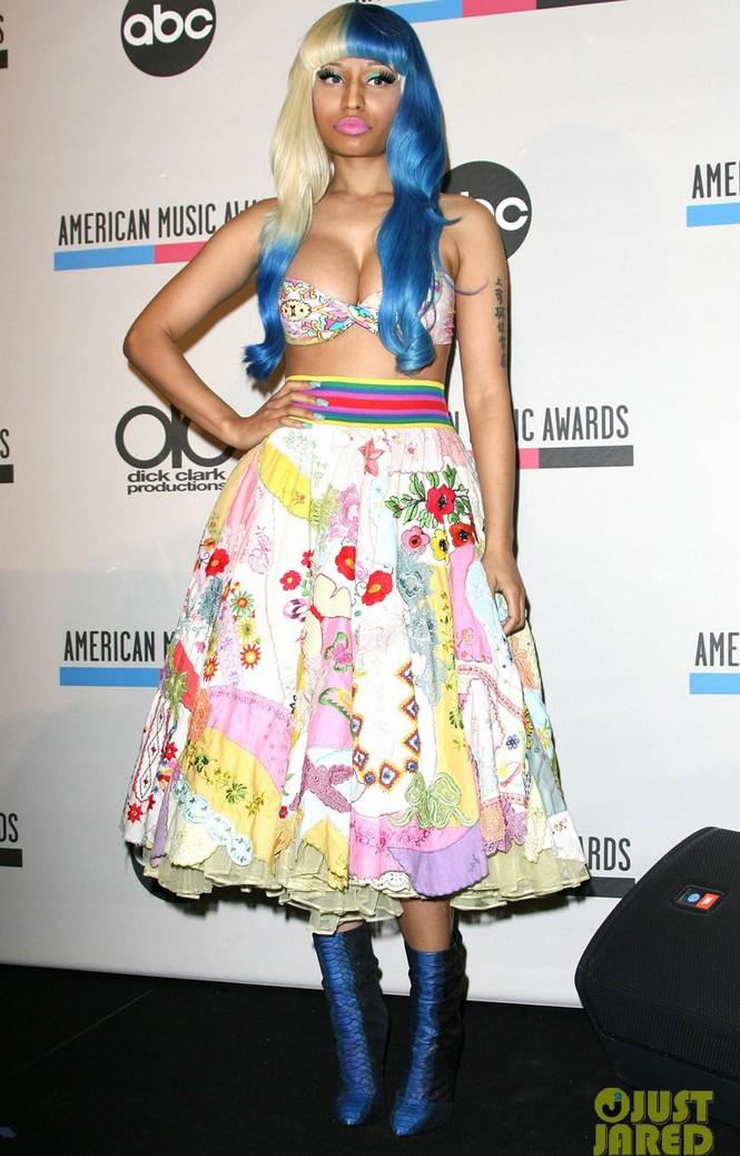 Nữ rapper nổi loạn mặc áo lót đi công bố đề cử - ảnh 3