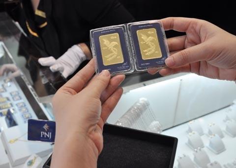 Phiên đấu thầu vàng miếng thứ 67, Ngân hàng Nhà nước cho biết, chỉ bán được 11.300 lượng vàng trong tổng số 15.000 lượng vàng miếng được chào thầu