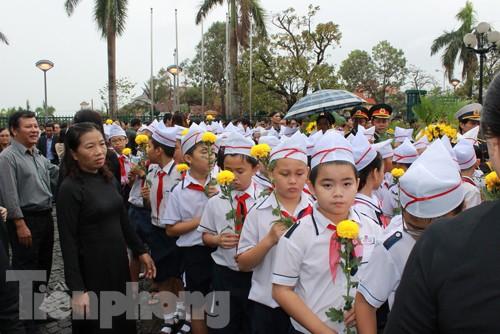 Học sinh Quảng Bình viếng Đại tướng Võ Nguyên Giáp