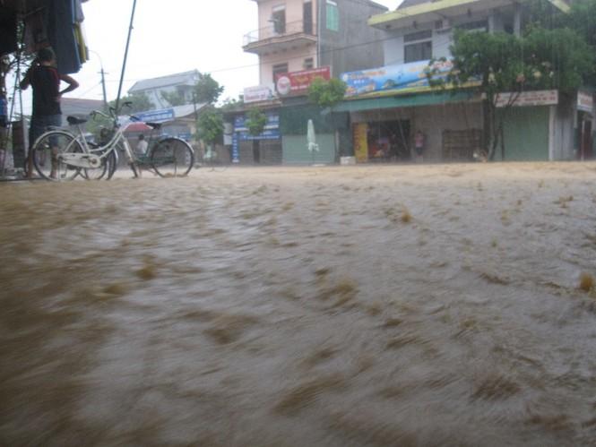 Hà Tĩnh: Lũ nhấn chìm 3 huyện miền núi - ảnh 2