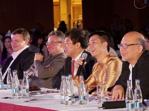 Thùy Linh đăng quang Hoa hậu người Việt tại Séc - ảnh 13