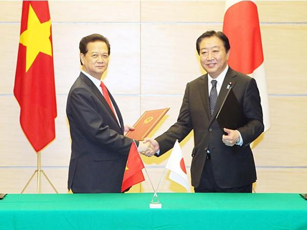 Thủ tướng Nguyễn Tấn Dũng và Thủ tướng Nhật Bản Yoshihiko Noda ký Tuyên bố chung Ảnh: TTXVN