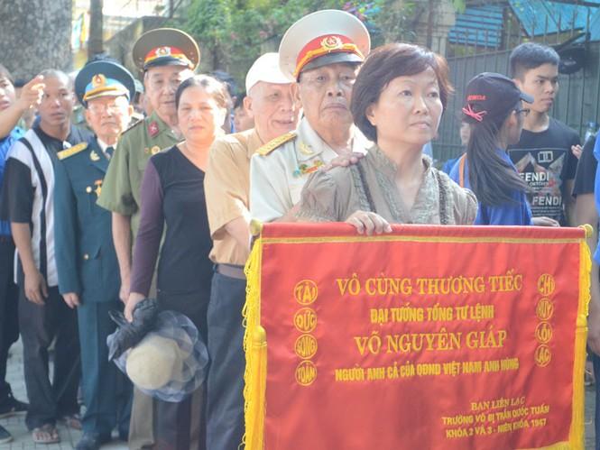 Những người lính đến viếng Đại tướng