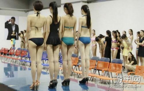 Choáng với các nữ sinh diện bikini nóng bỏng lên lớp - ảnh 4