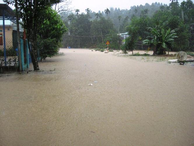 Mưu lớn, kèm theo việc thủy điện xã lũ đã khiến nhiều vùng hạ du ở Quảng Nam ngập nặng