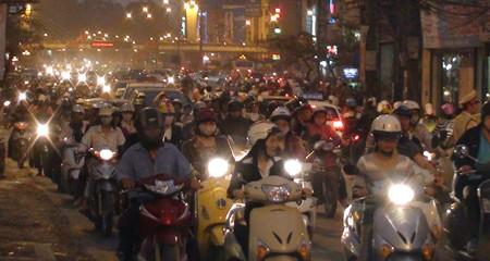 Hà Nội vẫn tắc đường trầm trọng - ảnh 11
