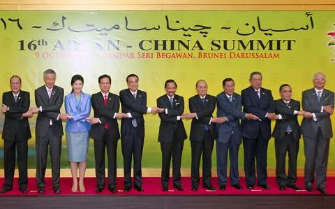 Thủ tướng Nguyễn Tấn Dũng nhấn mạnh hòa bình, ổn định ở Biển Đông - ảnh 3