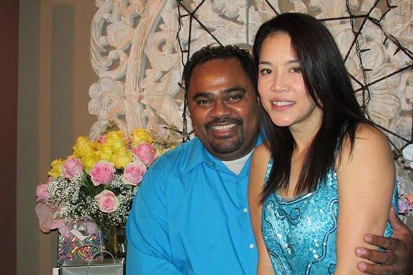 Hình ảnh mới nhất của cặp đôi trong lần sinh nhật của Thu Phương mới đây             Bài viết: http://news.zing.vn/Thu-Phuong-ly-hon-bat-ngo-de-co-cuoc-tinh-dinh-menh-post360494.html#home_featured.tinnong             Nguồn Zing News