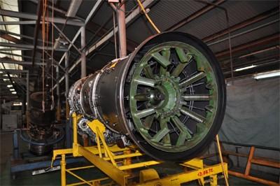 Động cơ MIG - 21 đang được sửa chữa