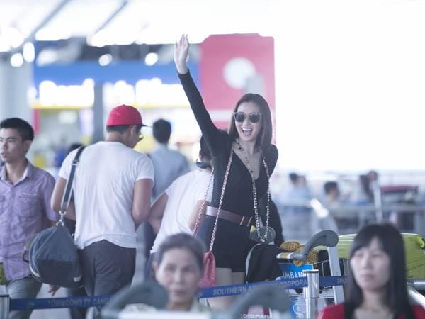 Khánh My gây chú ý ở sân bay với chân dài thẳng tắp - ảnh 8