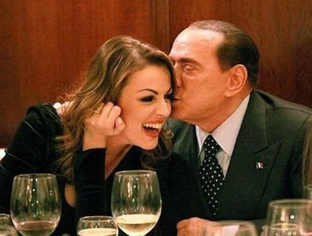 Ông Berlusconi và vợ mới cưới