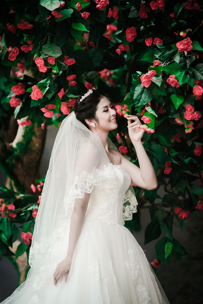 Ngọc Hân kiêu kỳ trong bộ váy cưới tự thiết kế - ảnh 3