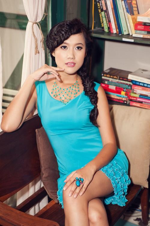 Người đẹp Tây Đô Kim Ngọc khoe chân dài nuột nà - ảnh 2