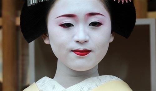 Ngắm các nữ sinh geisha Nhật xuống phố - ảnh 6