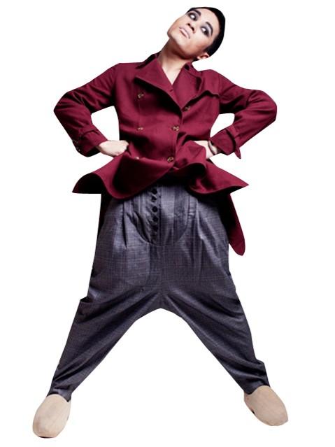 Tùng Dương: Thích mặc vest, chân đất lên đồng - ảnh 1