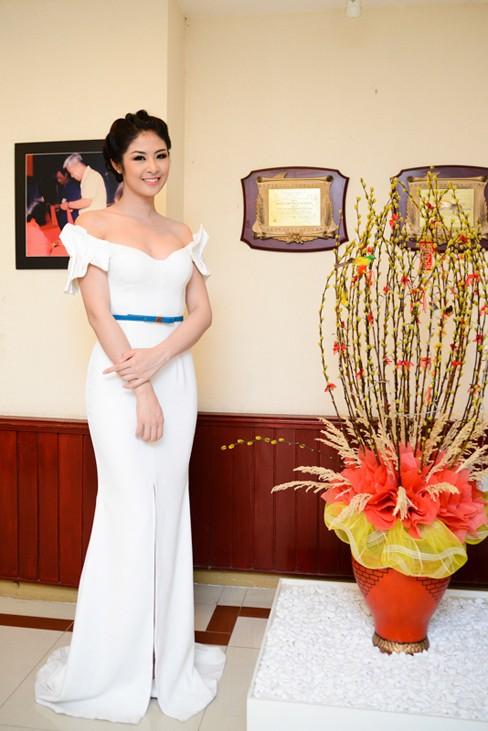 Hoa hậu Ngọc Hân xinh đẹp, gợi cảm làm giám khảo - ảnh 8
