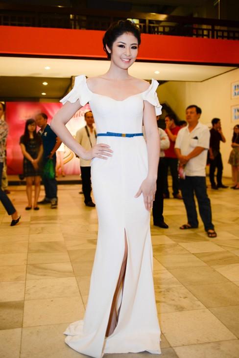 Hoa hậu Ngọc Hân xinh đẹp, gợi cảm làm giám khảo - ảnh 1