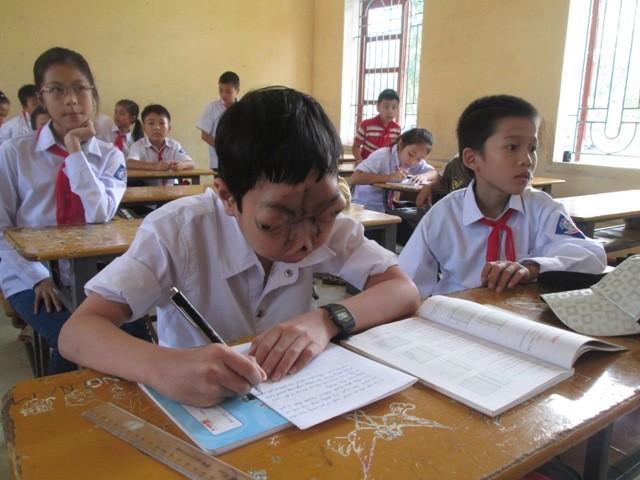 Tuấn được các giáo viên đánh giá là chăm học và hăng say phát biểu xây dựng bài
