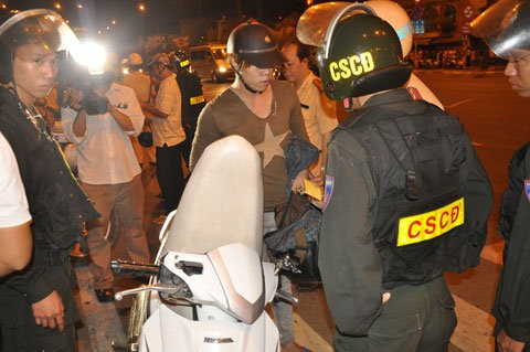 Theo Cảnh sát giao thông 70% các vụ tai nạn giao thông có liên quan đến rượu bia. Ảnh: Hữu Công
