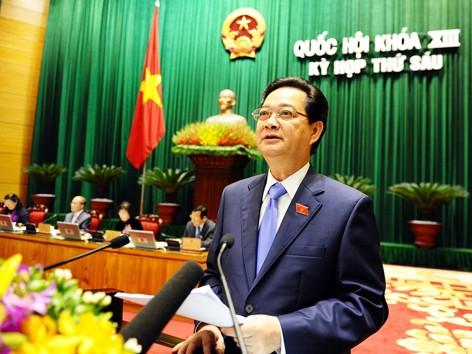 Thủ tướng Nguyễn Tấn Dũng trình bày báo cáo của Chính phủ sáng 21/10. Ảnh: Ngọc Thanh