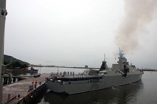Tàu hộ vệ tên lửa Lý Thái Tổ (HQ-012) rời cảng Đà Nẵng vào chiều 22/6