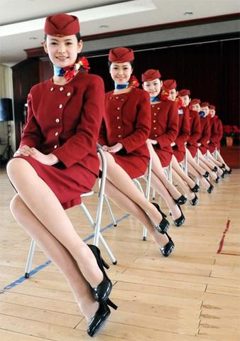 kết quả là sau quá trình luyện tập, họ trở thành các nữ tiếp viên hàng không tương lai xinh đẹp, tạo thành đội ngũ đều tăm tắp