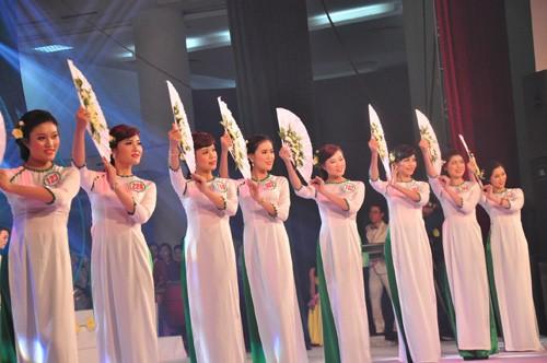 Hình ảnh đêm chung kết 'Người đẹp xứ Trà' 2013 - ảnh 2